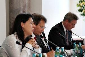 Wirtschaftsstaatssekretärin Katja Hessel eröffnet die Informationsveranstaltung